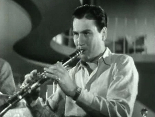 Artie Shaw playing his clarinet